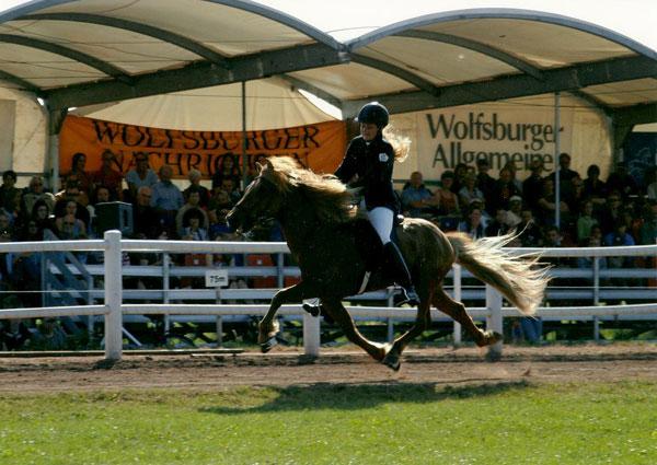 Blivar von Birkenlund mit Silvia auf der DIM 2005, Wolfsburg