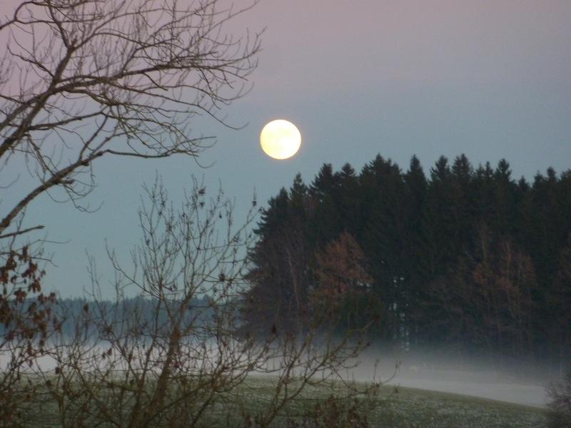 Mystischer Volmond im Dezember